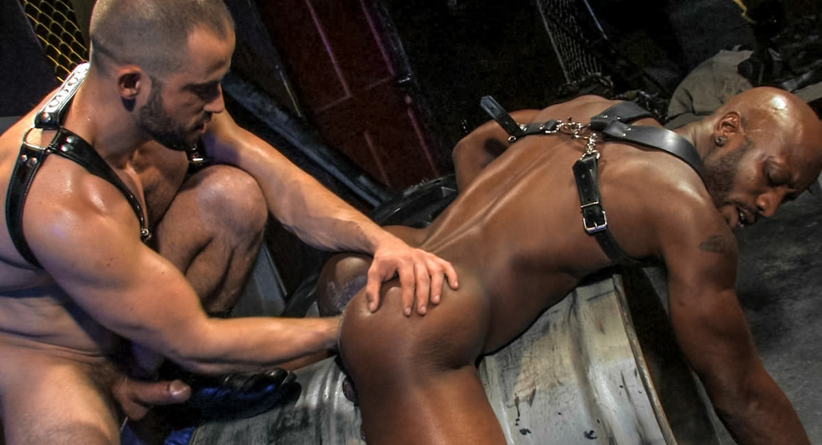 Gay Fetish Sex : Back Alley - Race Cooper -amp; Felix Barca!