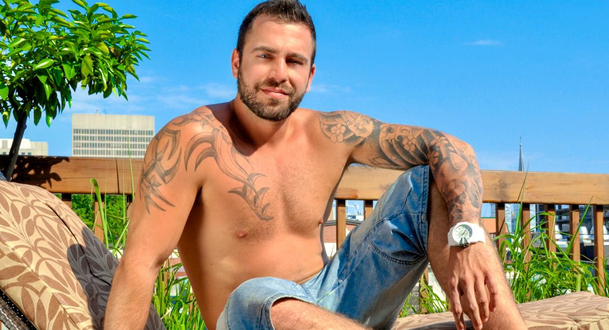 Gay Mature Men : Justyn Teases Fun in The Sun - Justyn Tease!