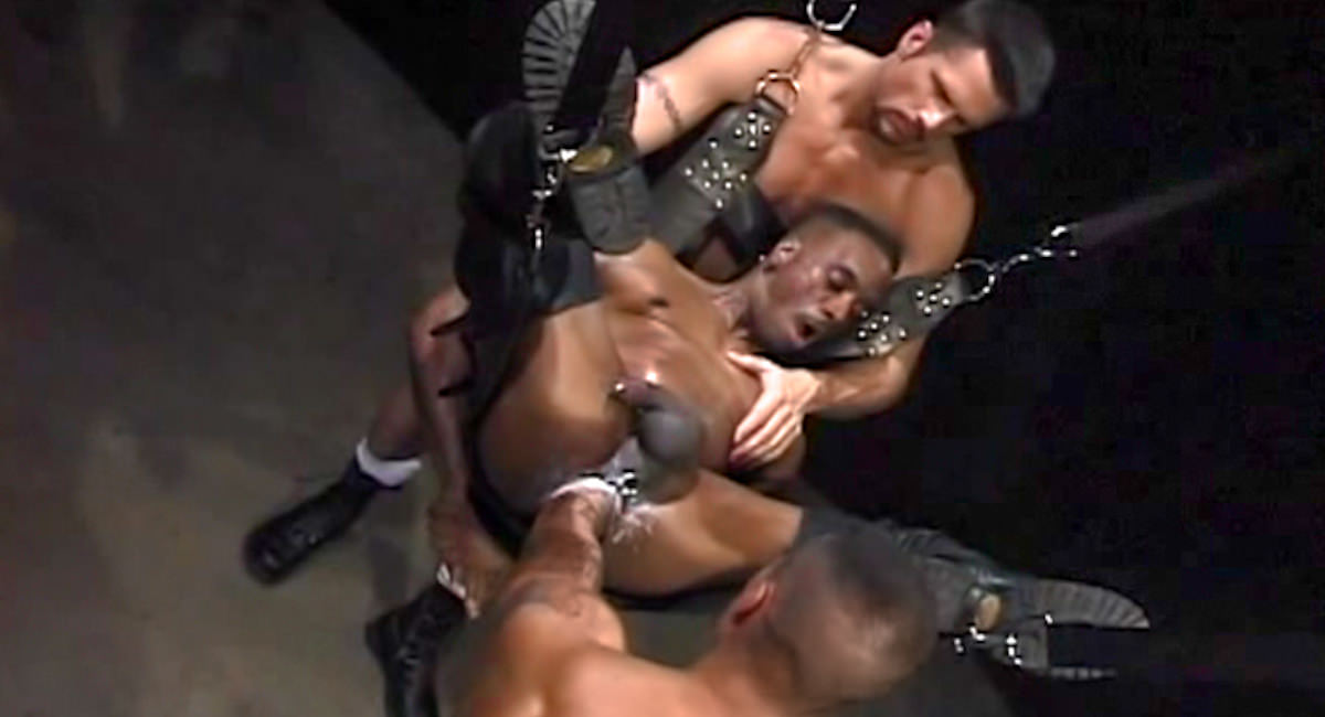 Gay Fetish Sex : in Arms Length - Simon Cox -amp; Eddie Moreno -amp; Rob Edwards!