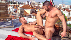 Addicted : Alex Marte, Damien Crosse