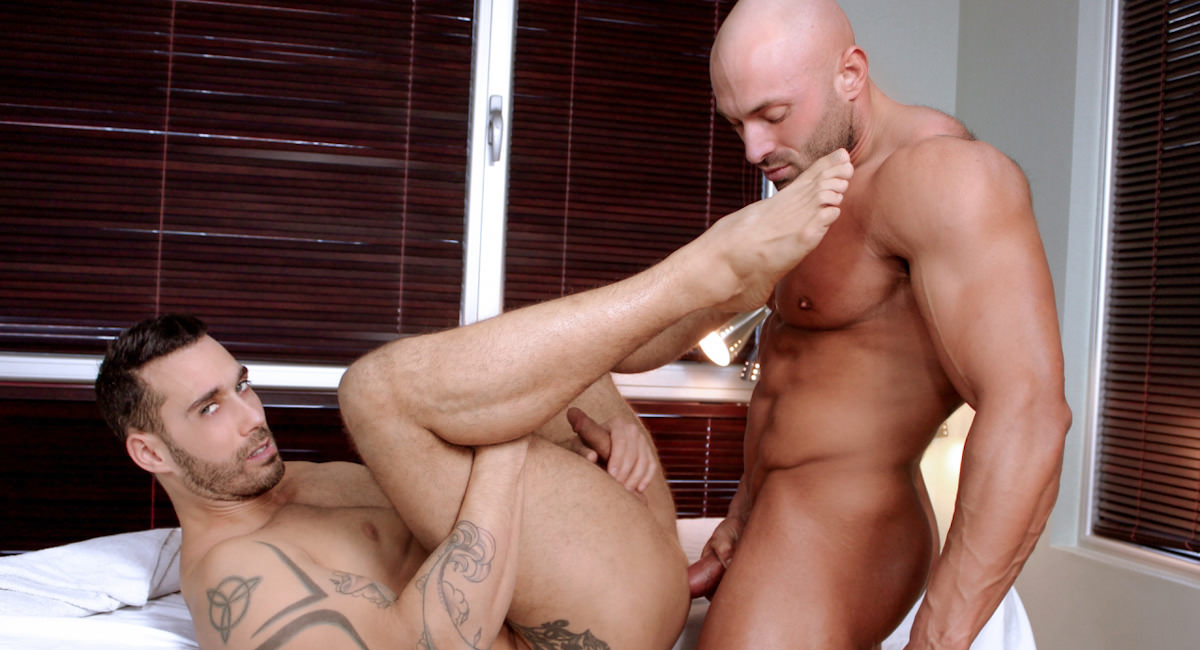Gay Mature Men : Toying With The Masseur - Max Chevalier -amp; Alexy Tyler!