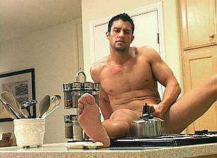 Hot Cody does it solo in his appartment