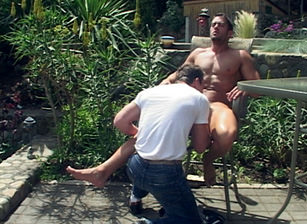 Blowjob session in the backyard