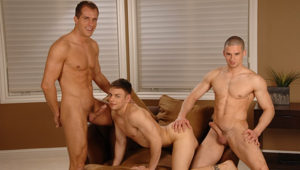 Sexy Twink Gets Fucked In Threesome